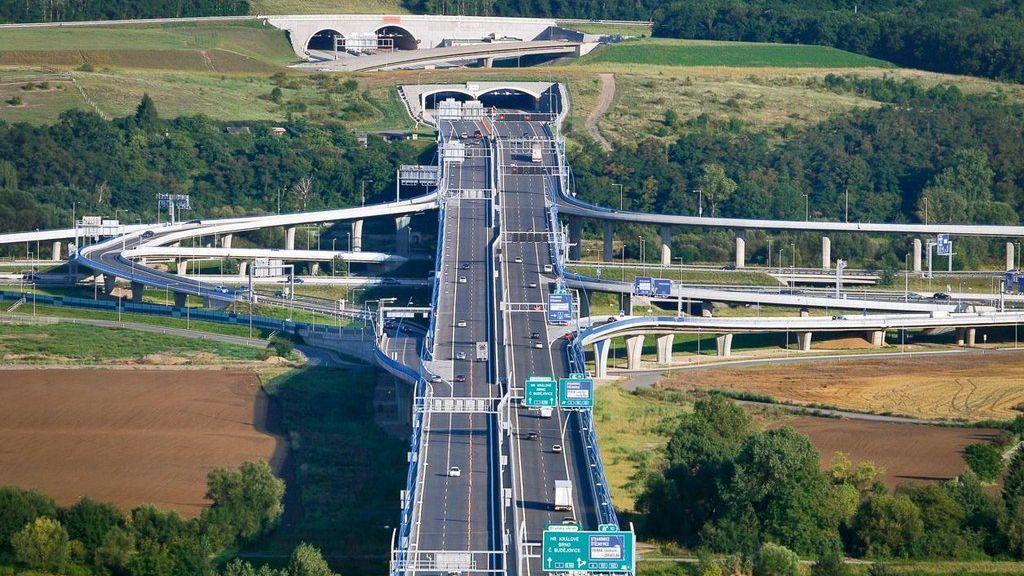 Senát schválil návrh na urychlení výstavby dopravních staveb