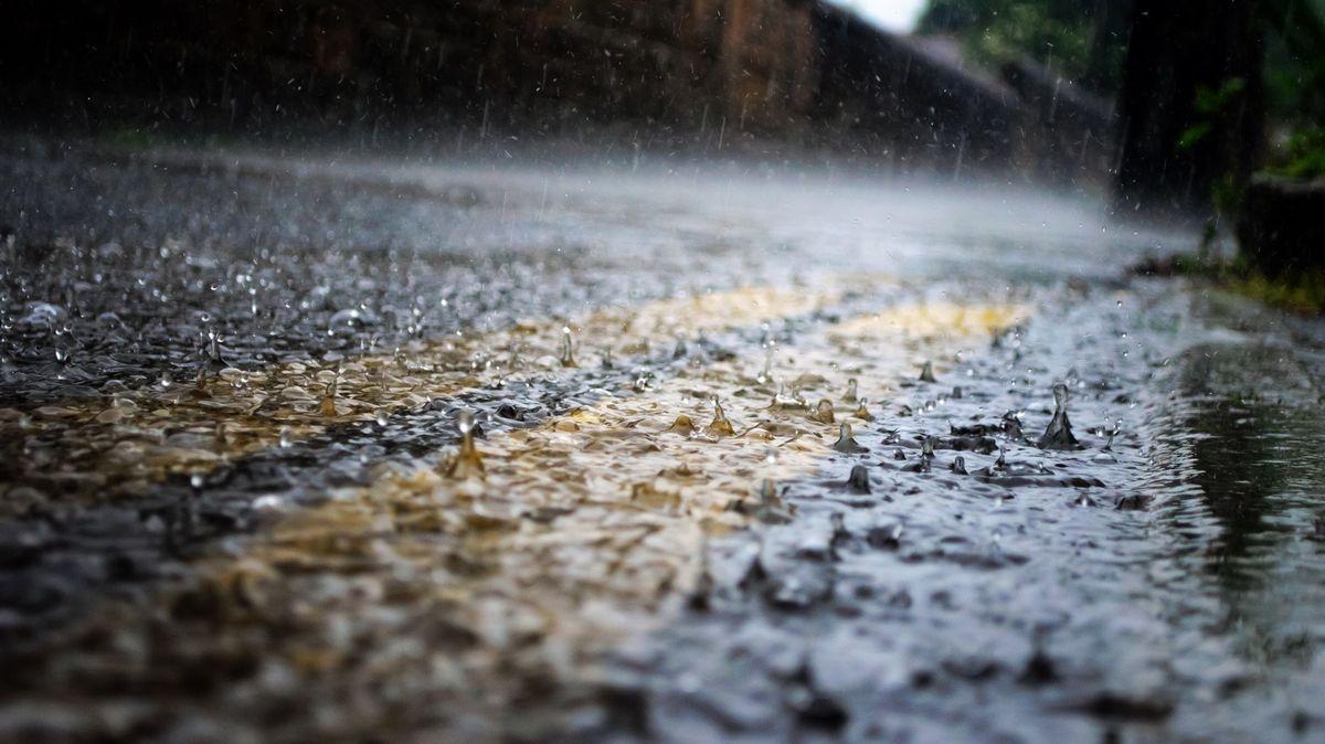 Počasí v Česku: Bouřky nás neopustí ani o víkendu. Meteorologové vydali další varování