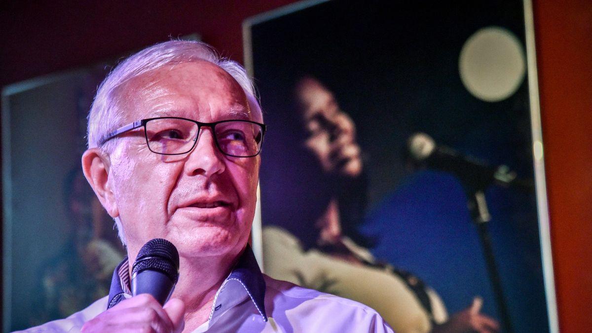 Zemanův soupeř chce ještě promluvit do politiky. Drahoš oznámil kandidaturu do Senátu