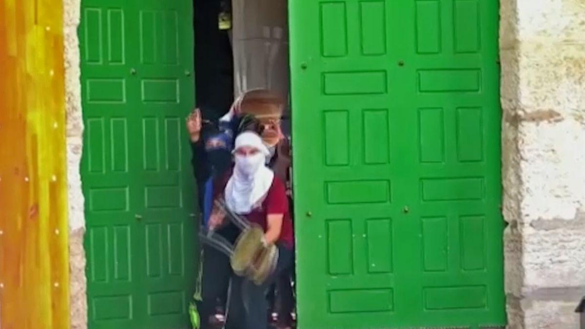 Protesty na Chrámové hoře v Jeruzalémě. Palestinci házeli po turistech kameny