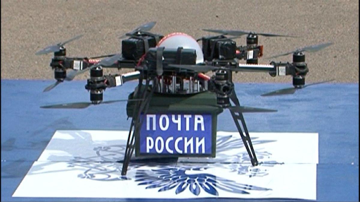 Na Sibiři vyzkoušeli nový způsob doručování pošty dronem. Skončil ale napadrť