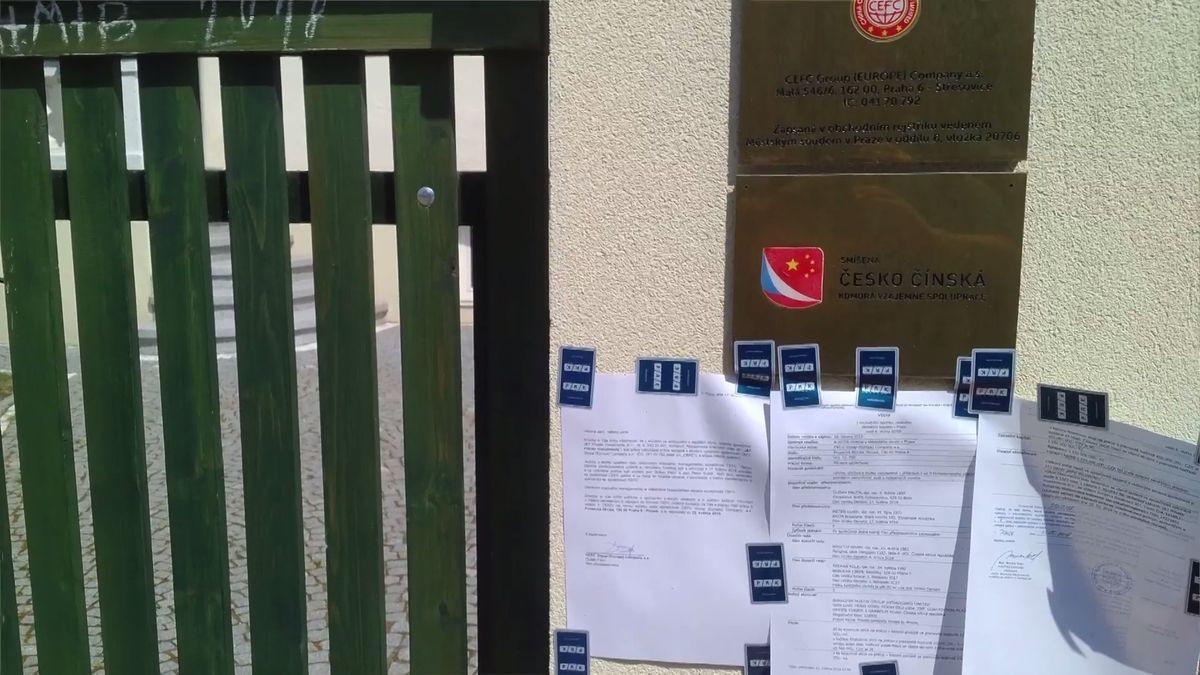 Odvolání Tvrdíka viselo u dveří, přes noc dokument zmizel