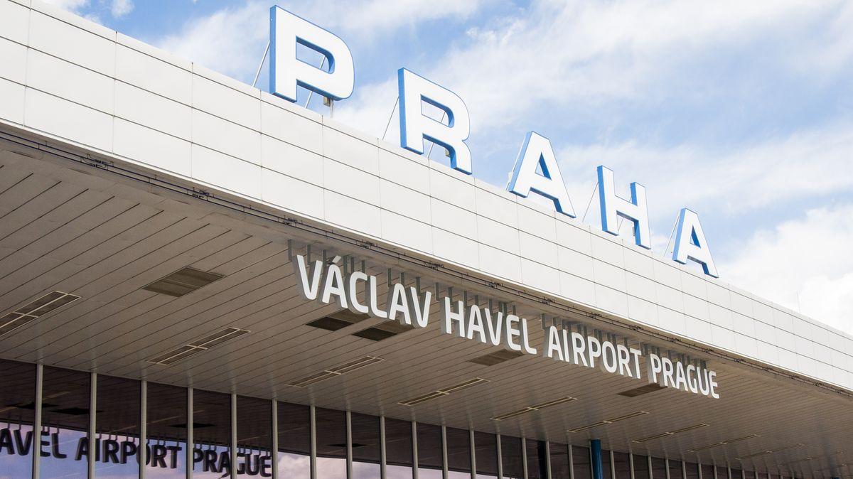 Zmiliardového zisku do ztráty. Letiště Praha odbavilo nejméně lidí za 25let
