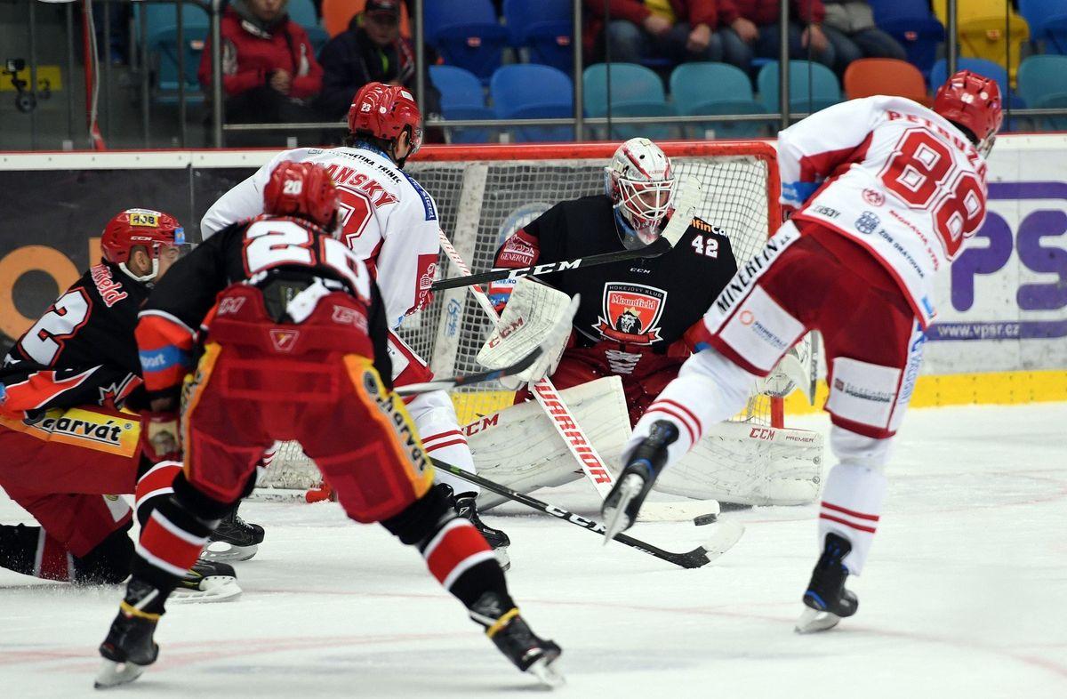 Začíná semifinále hokejové extraligy. Klíčové mohou být výkony brankářů s podobnou statistikou