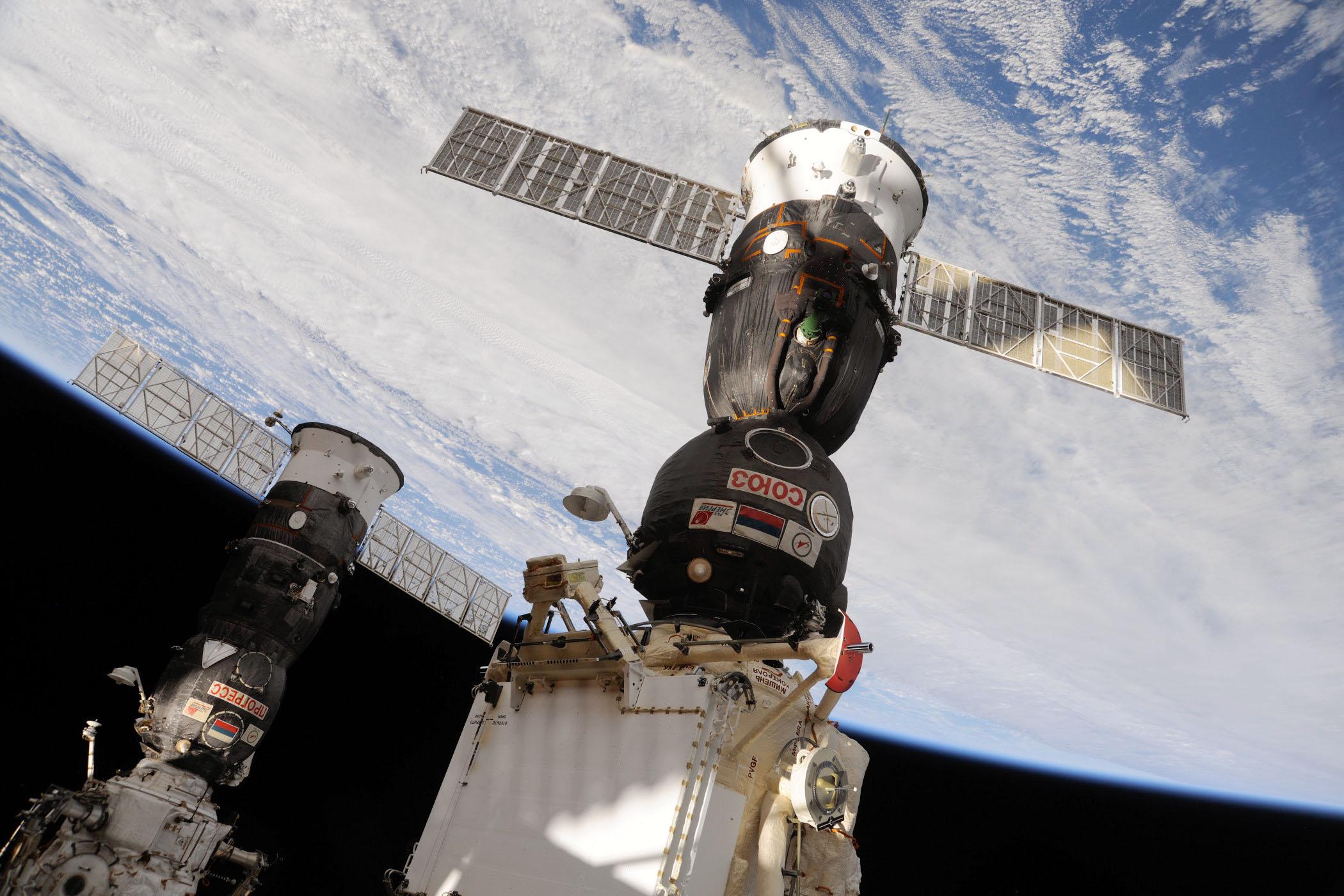 Záznam: Ruská nákladní loď Progress se připojila k ISS