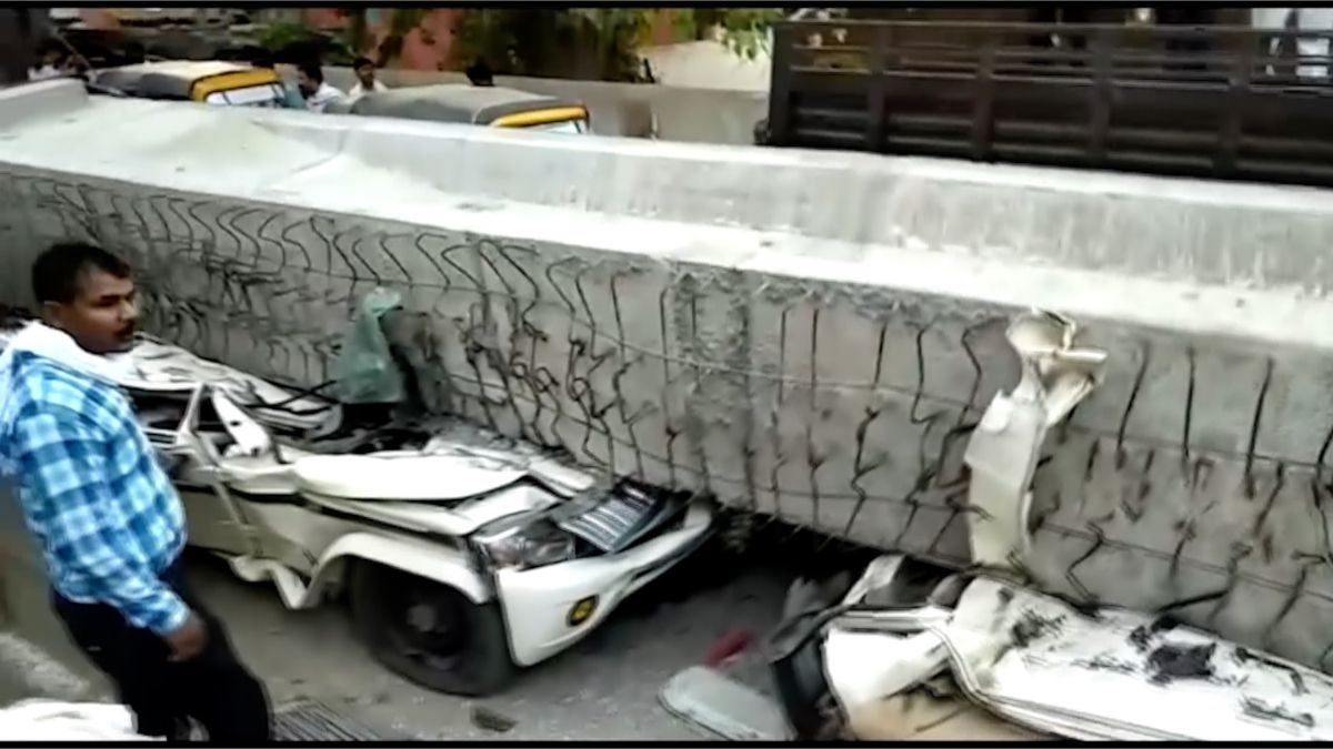 Zhroucený pilíř zabil v Indii nejméně šestnáct lidí. Další jsou uvězněni v sutinách