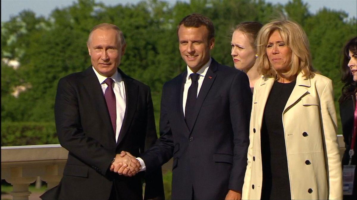 Macron se setkal s Putinem, ten ocenil přístup Evropy k íránské dohodě