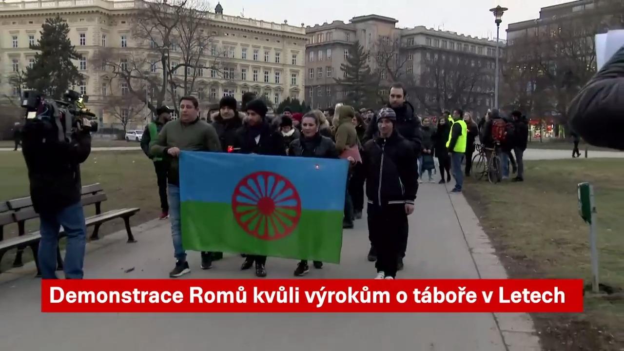 Nezlehčujte holokaust. Romové v Brně demonstrovali proti Okamurovi. Primátor Vokřál jim děkoval za pokojný protest