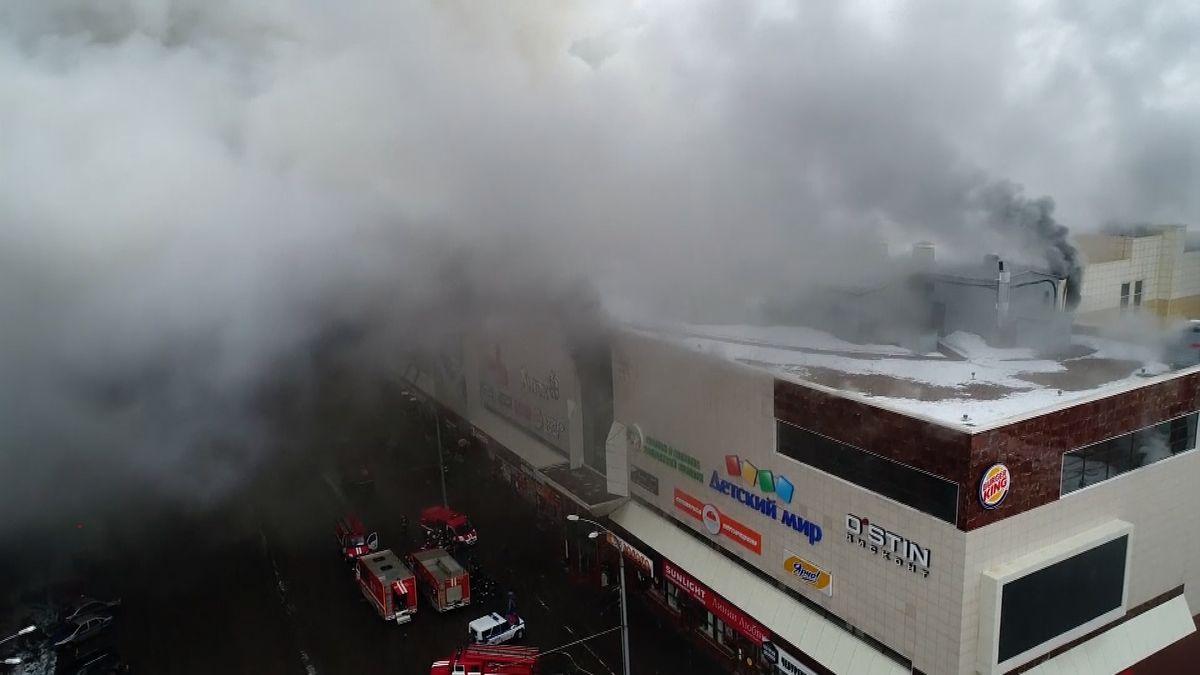 Inferno. V ruském obchodním centru uhořelo několik desítek lidí, obětí může být přes 70