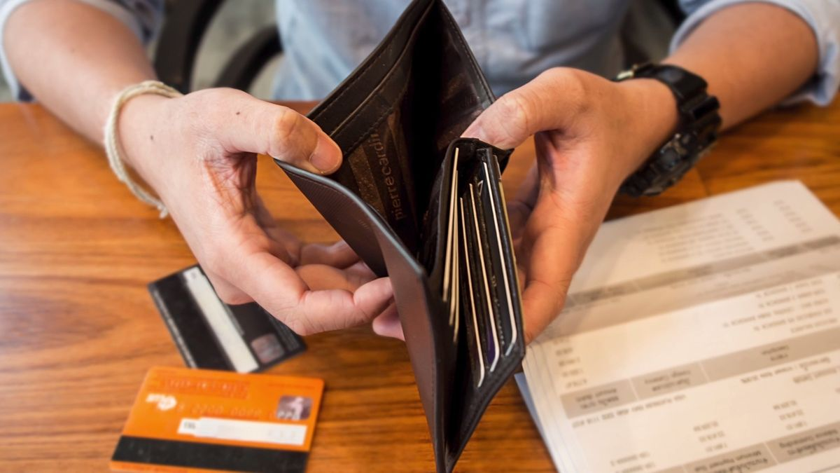 Dluhy českých domácností dál rostou. Dosahují skoro 1,556 bilionu korun