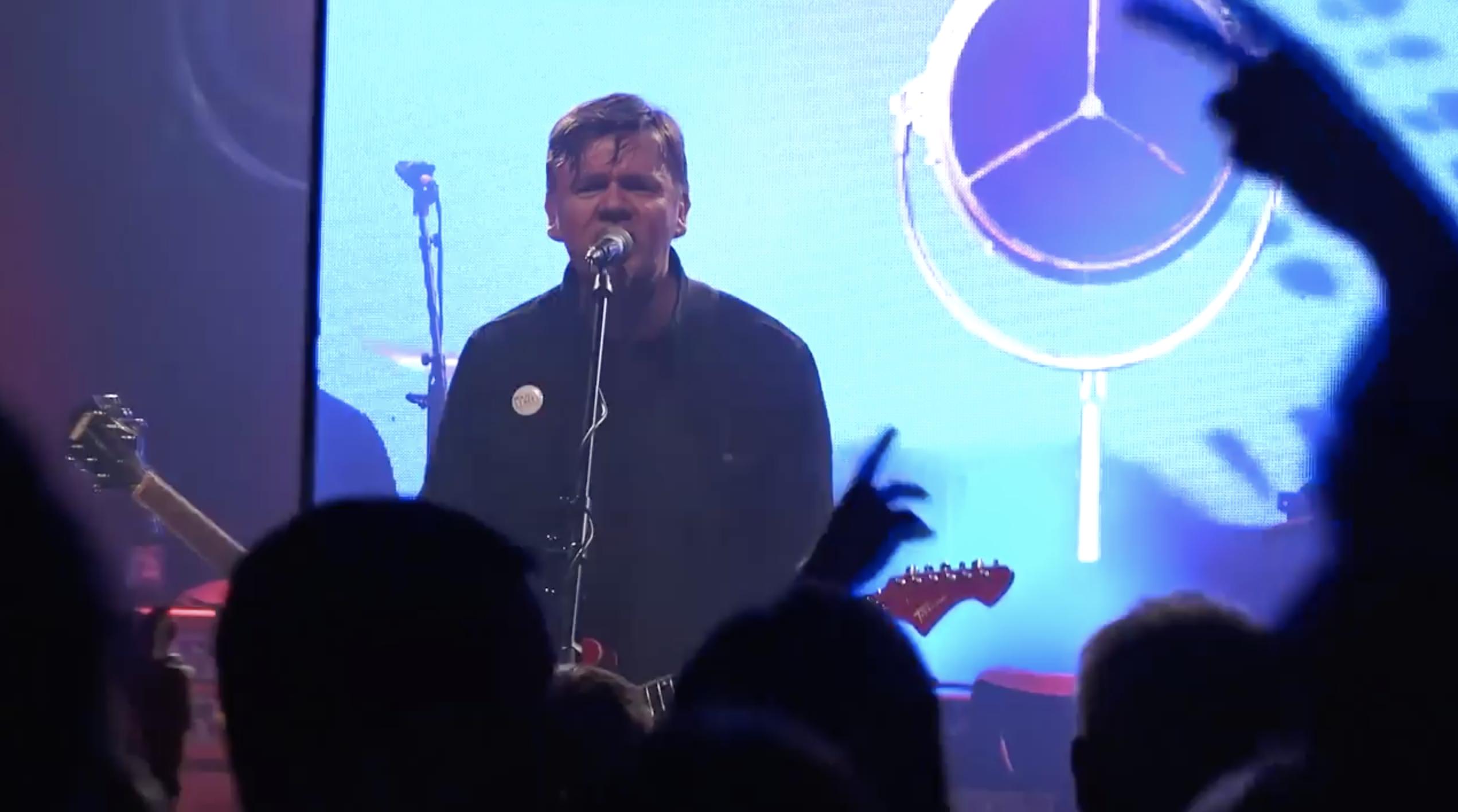 Michal Hrůza jede turné Sám se sebou, na pódiu se ale lidem umí rozdat