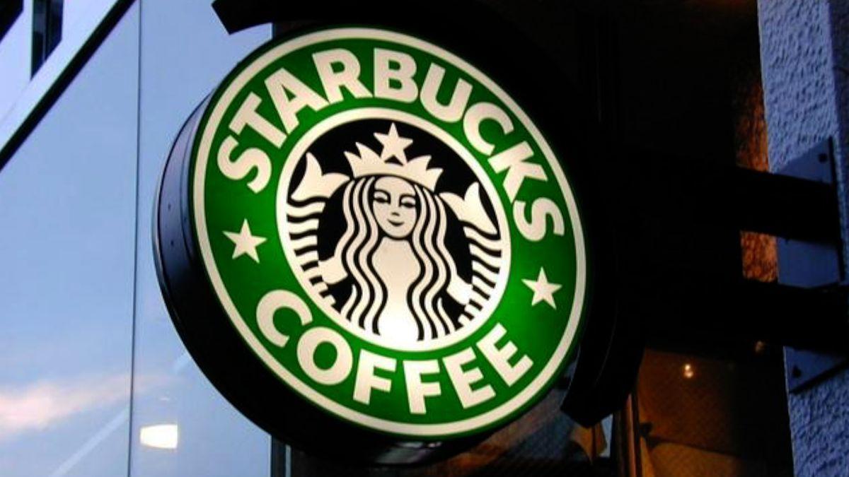 Káva ssebou stojí víc. Starbucks vČesku zpoplatnil kelímky