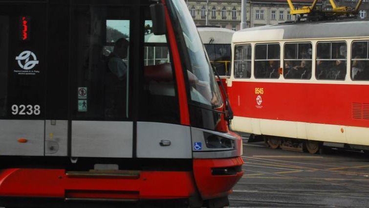 Tramvaj srazila v centru Prahy dva chodce, oba zemřeli