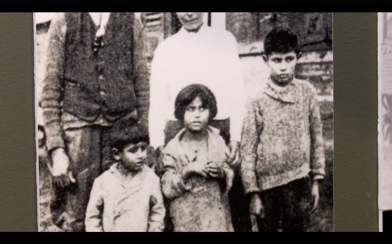 Pan Okamura o romském holokaustu nic neví, jen vaří z vody a zraňuje city Romů, říká historička