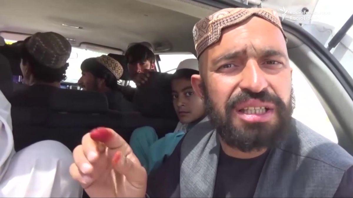 Jedeme sklízet opium, přiznávají bez obav afghánští brigádníci. Míří do mekky heroinu