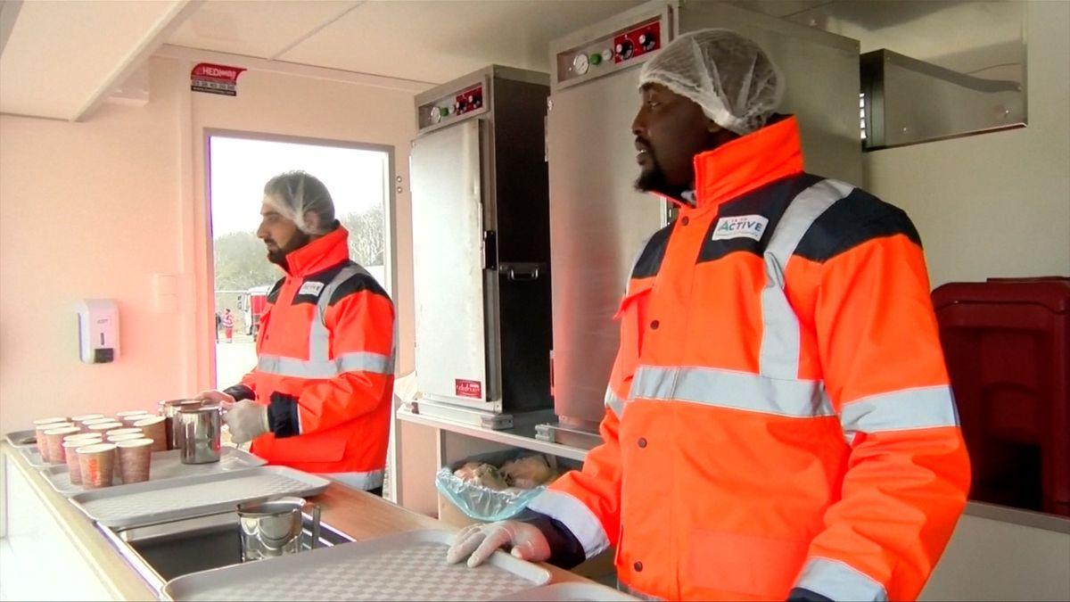 Dobrovolníci rozdávali ve francouzském Calais jídlo migrantům, ti ale nepřišli