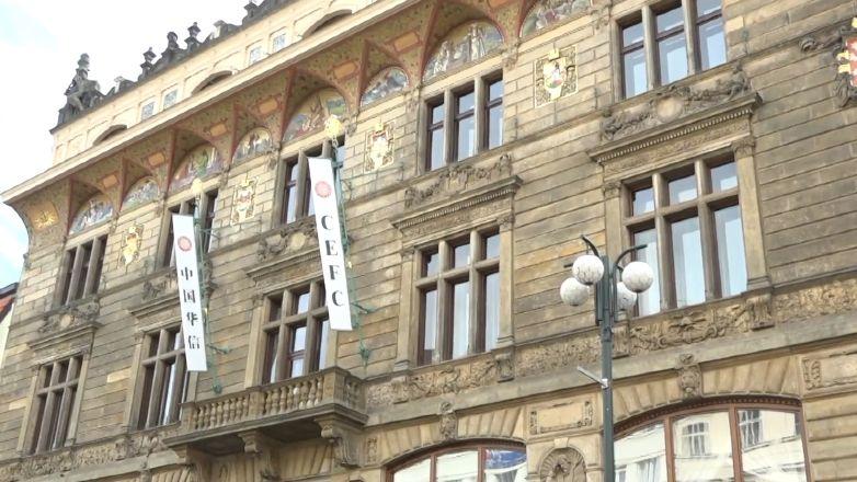 Čínská CEFC plánuje prodat majetek za 65 miliard korun, Česka se to prý nedotkne