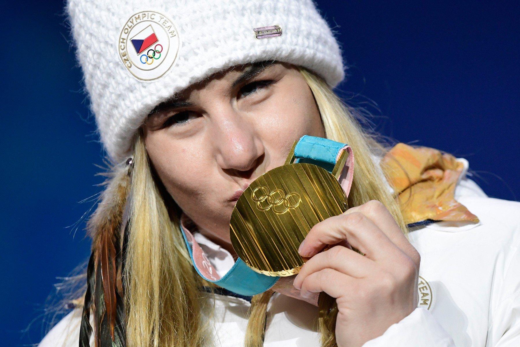Ledecká si zlatem podmanila svět, možná největší příběh olympijské historie, píší zahraniční média