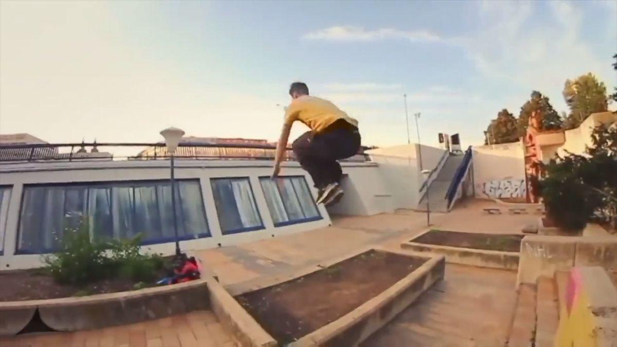 Skákání ze střech je bezpečnější než fotbal, říká český parkourista