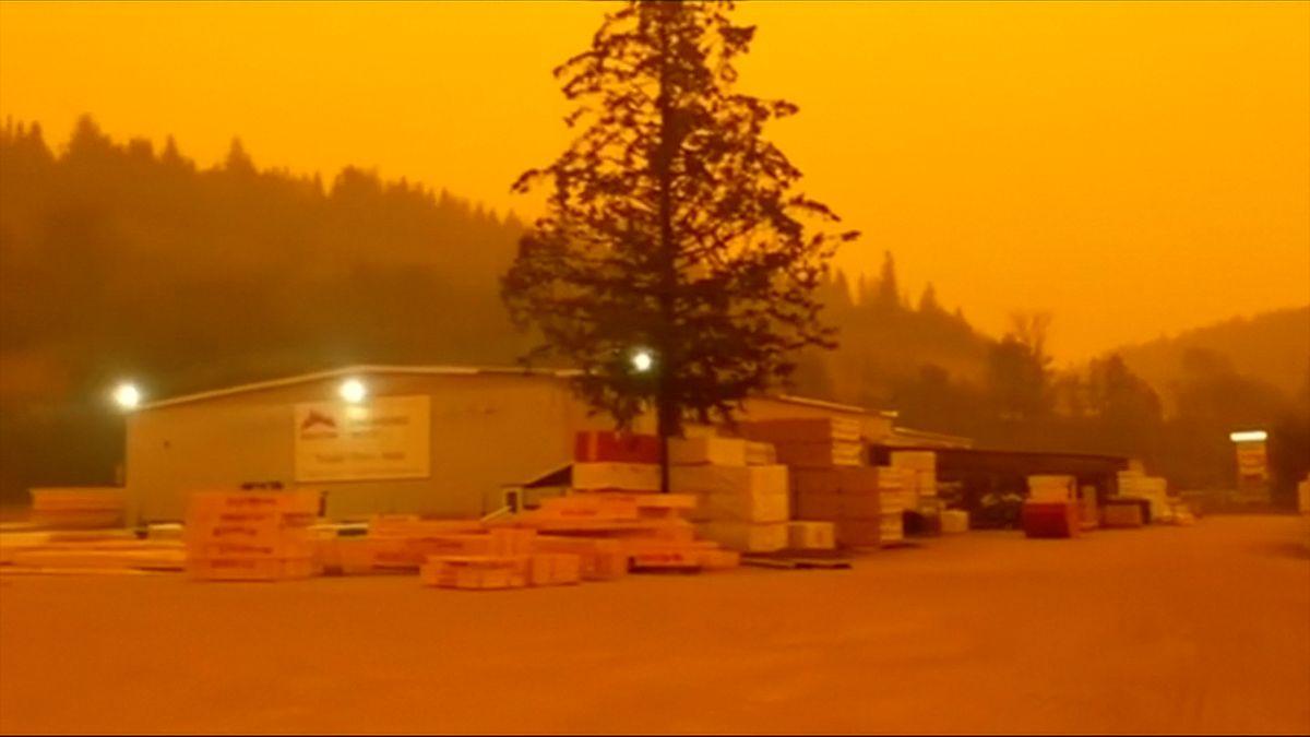 Kanada bojuje s lesními požáry, na západě je vyhlášen stav nouze