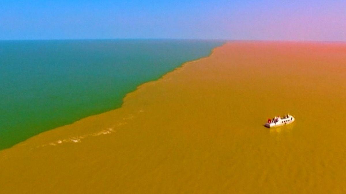 Pastva pro oči. Záběry scenérie na východě Číny vás ohromí. Žlutá řeka se střetla s modrým mořem