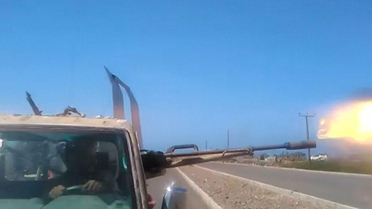 Jemenské provládní síly dobyly část letiště u města Hudajdá