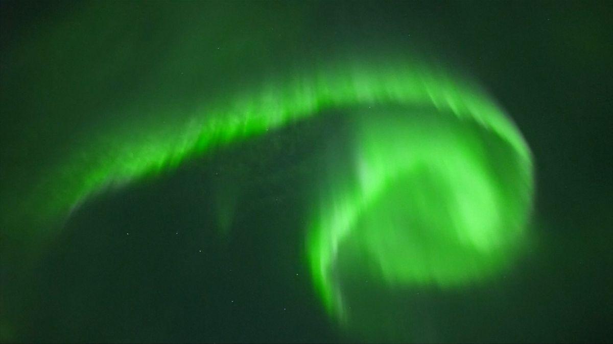 Zelená záře nad polárním kruhem. Období pro pozorování Aurory Borealis začalo