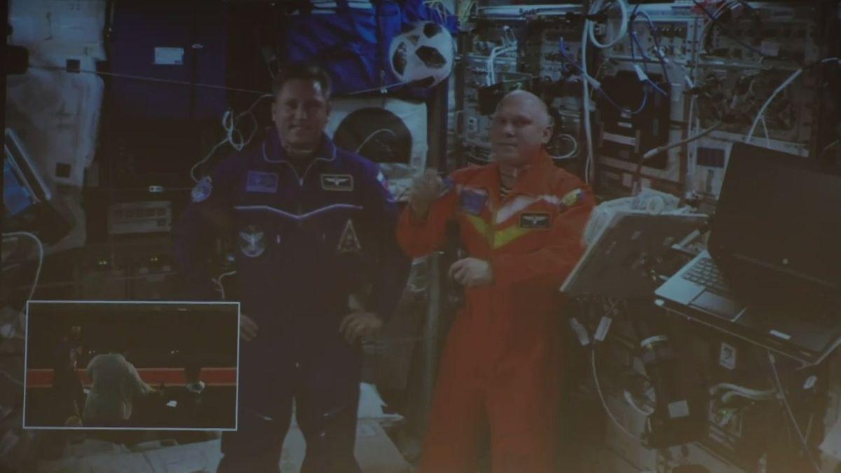 Záznam: Mimořádný zážitek. Liberečané si povídali s kosmonauty na Mezinárodní vesmírné stanici