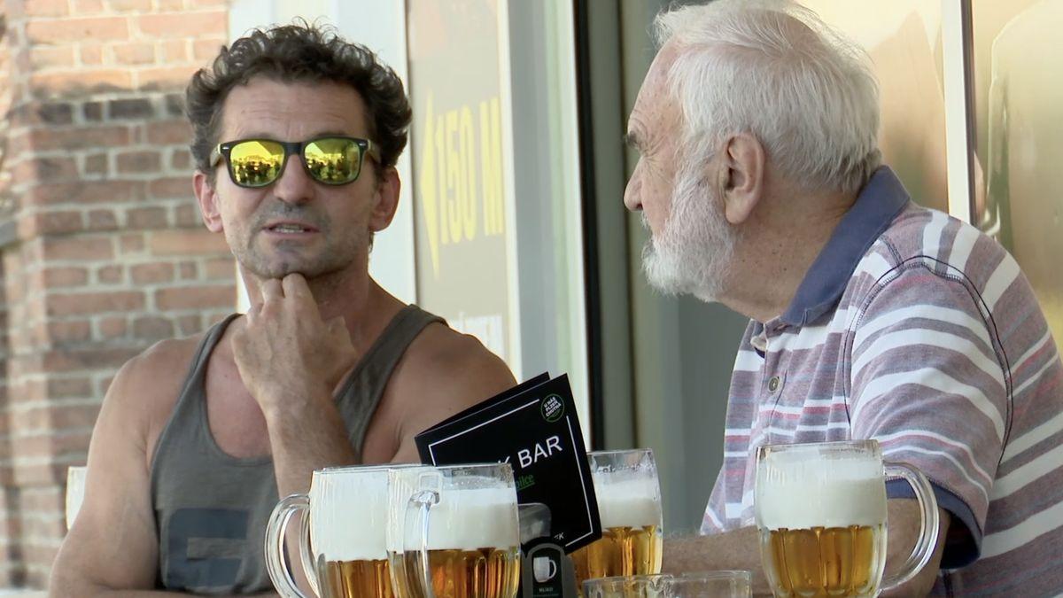 Atlas Česka: Pivo pro Miloše Formana, největší letní kino střední Evropy a úvahy, co s pustinou po slavné Textilaně