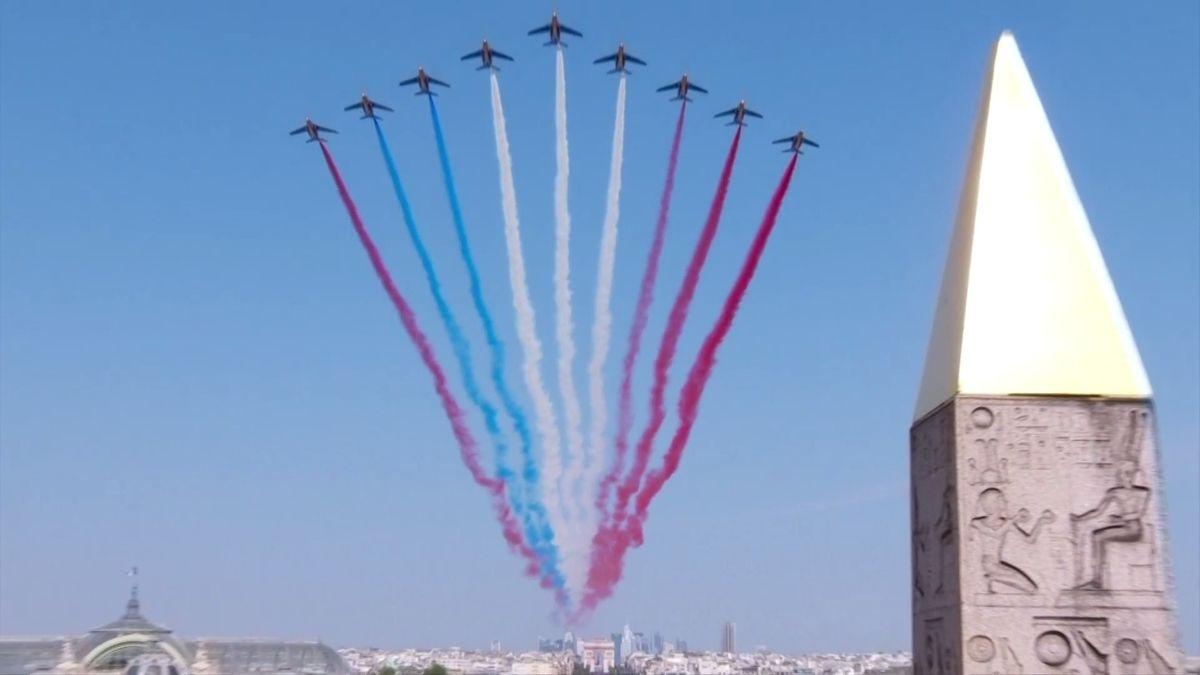To se nepovedlo. Srážka motorek a špatné barvy na obloze zkazily oslavy ve Francii