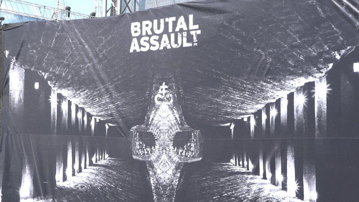 Ospalá pevnost Josefov ožila metalovým šílenstvím. Festival Brutal Assault láká na kapely Laibach, Sepulturu či Behemoth