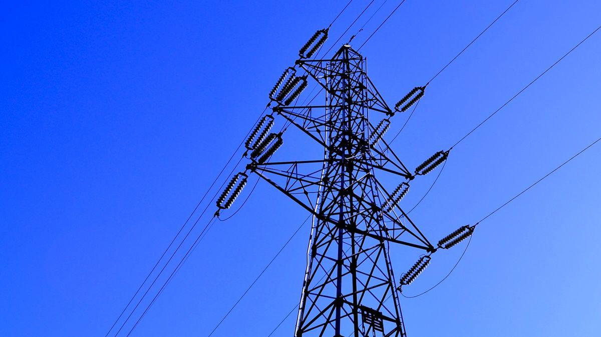 Jak distributoři po vichru nahazují elektřinu? Často stačí obejít poruchu