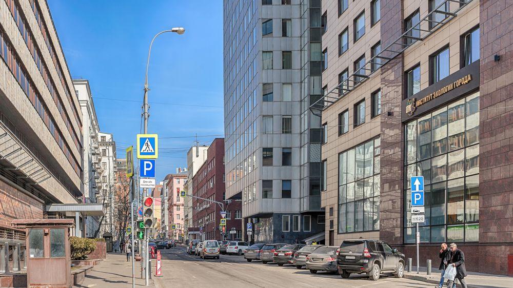 Policista střežící slovenské velvyslanectví v Moskvě byl pobodán nožem