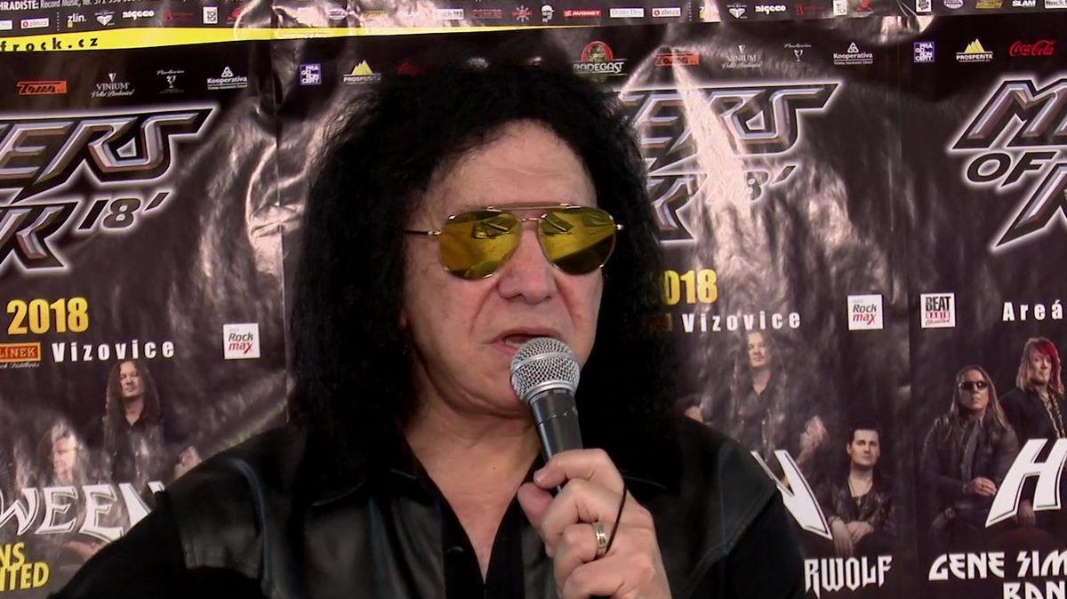 Tiskovka jako show. Frontman kapely Kiss mluvil o tisících milenek i pálení jejich fotek