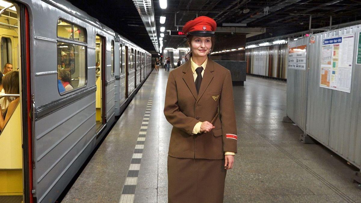 Pražské metro A jezdí už 40 let. Dnes se cestující na lince svezli historickým vozem