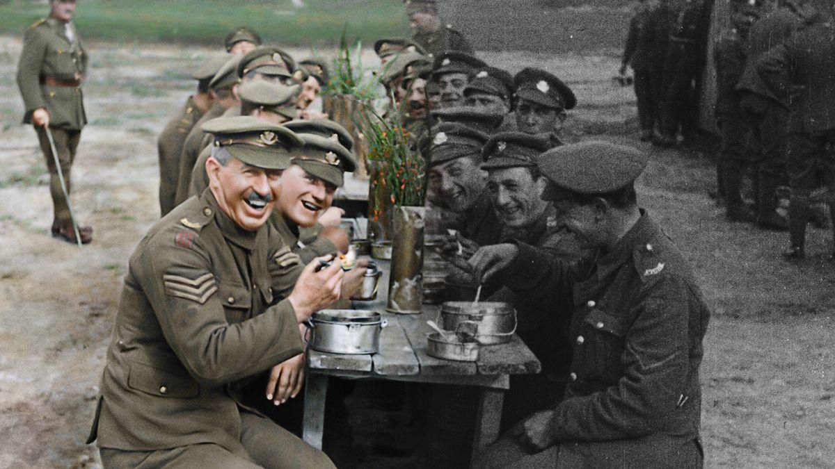Černobílí a němí vojáci ze starých snímků dostali 100let po válce barvu ihlas vunikátním filmu režiséra Pána prstenů