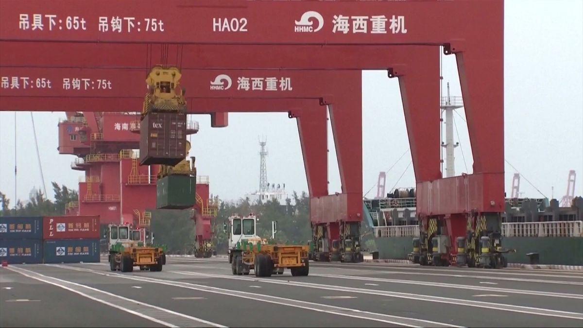 Obchodní války a vládní boj proti rizikovým půjčkám Čínu vysilují. Ekonomika roste nejpomaleji od krize