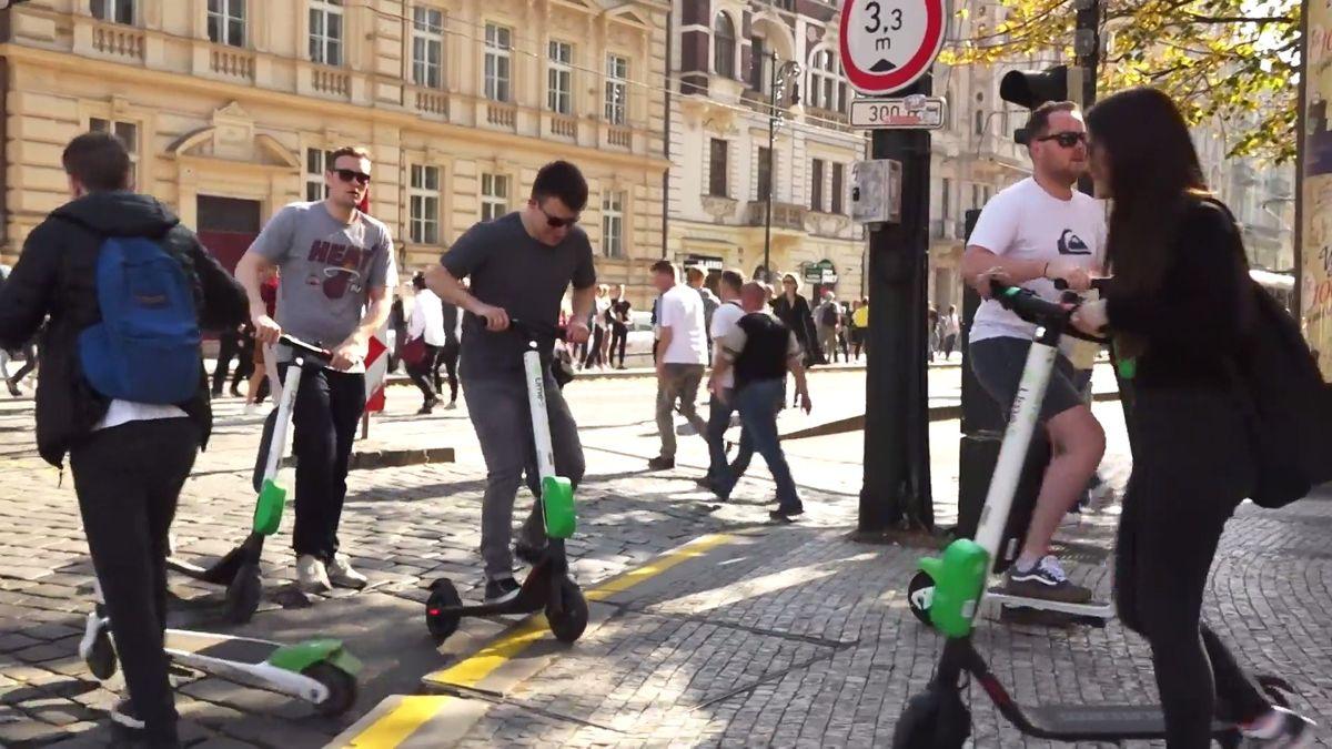 Praze vadí elektrokoloběžky na chodníku. VUSA jsou tématem smrtelné nehody