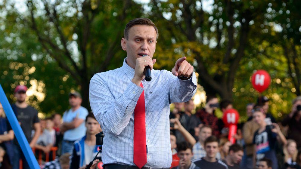 Z vězení zpátky do vězení. Rusko chce udržet opozičníka Navalného stranou protestů