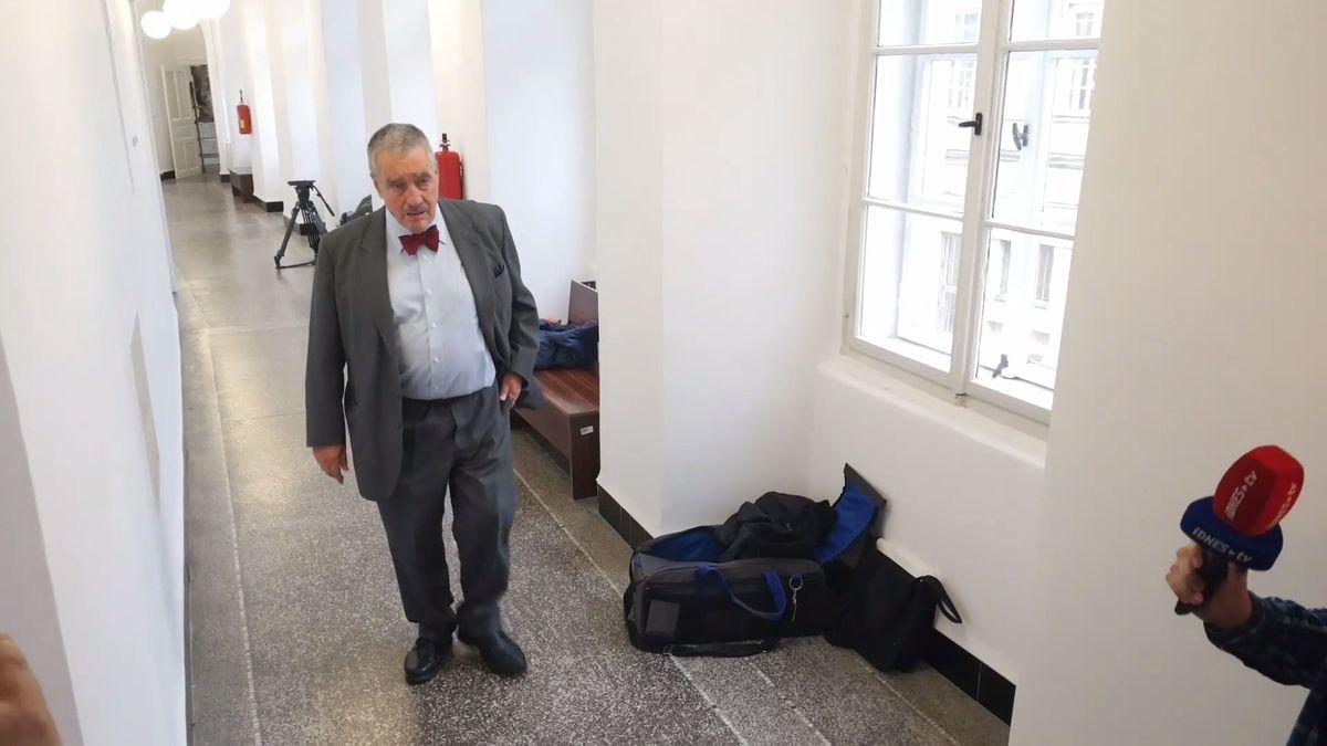 Karel Schwarzenberg je kvůli problému se srdcem vnemocnici, stráví tam asi dva týdny