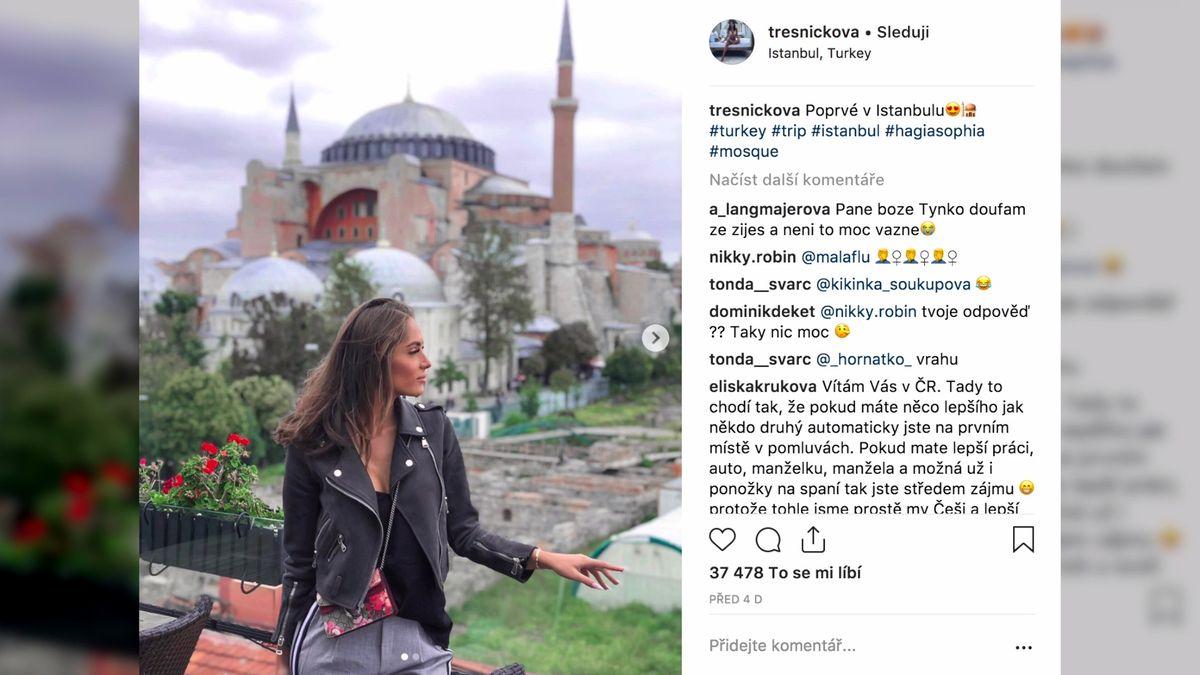Popálená youtuberka Týnuš Třešničková. Jak se může právně bránit?