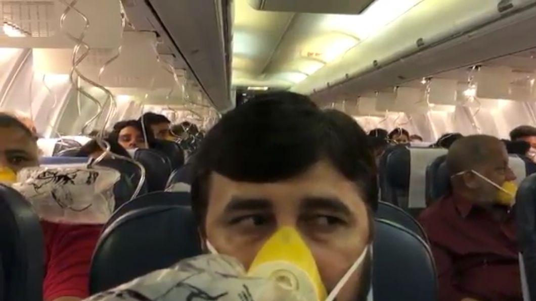 Letadlo Jet Airways se muselo otočit poté, co desítky pasažérů začaly krvácet znosu a uší