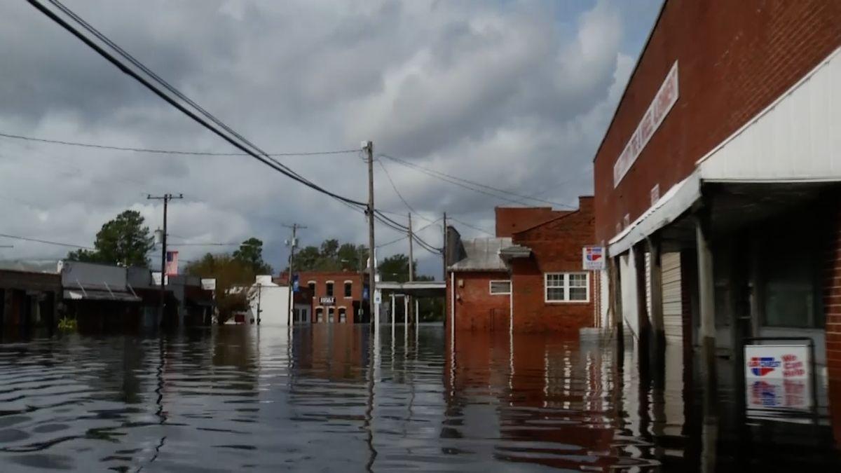 Hurikán Florence inadále devastuje východ Spojených států