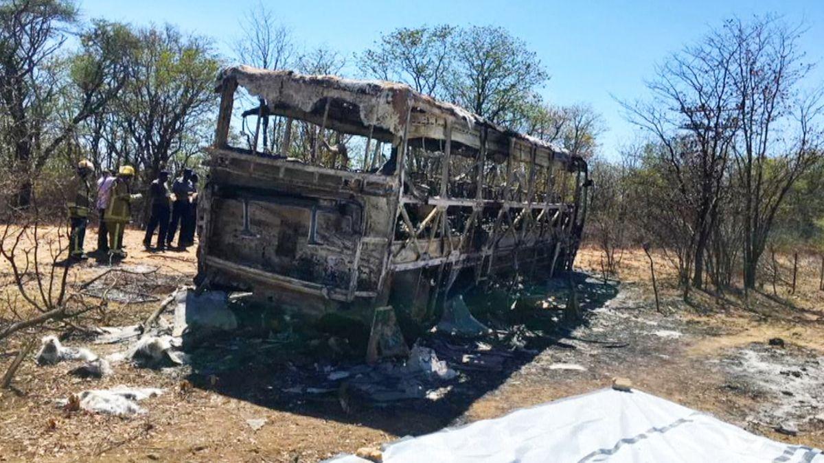 V Zimbabwe zemřelo při nehodě autobusu nejméně čtyřicet lidí