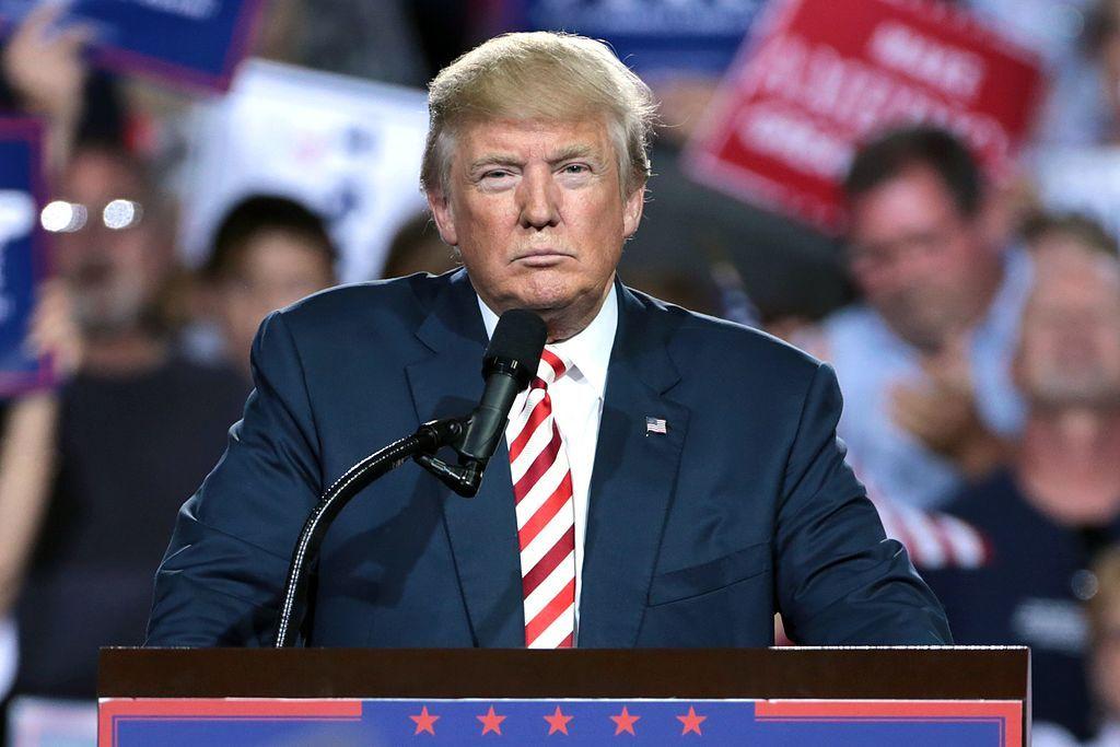 Trumpův bývalý právník tvrdí, že prezident platby ženám za mlčení nařídil