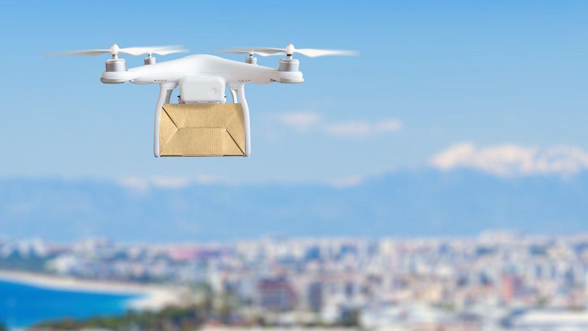 """Dron bude muset mít SPZ a """"dronovůdce"""" čeká online školení"""