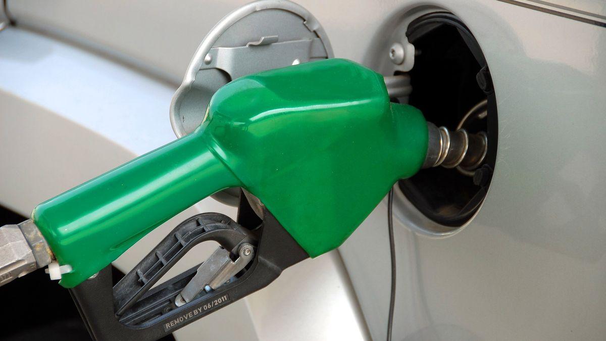Odvacetník levnější tankování. Paliva rychle zlevňují