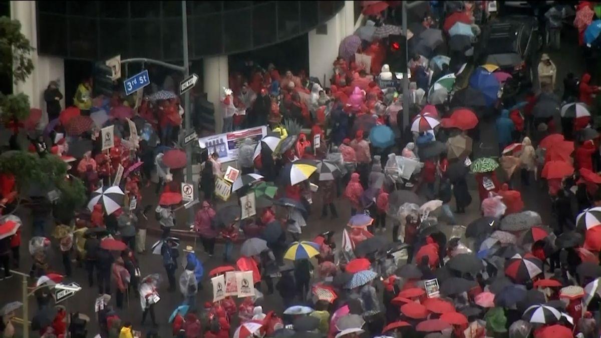 Do ulic Los Angeles vyšlo 30tisíc učitelů. Chtějí více peněz a maximálně třicet dětí ve třídě