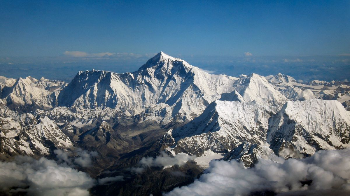 Po dvacáté čtvrté na vrchol Himálaje. Téměř padesátiletý rekordman pokořil Mount Everest podruhé za týden