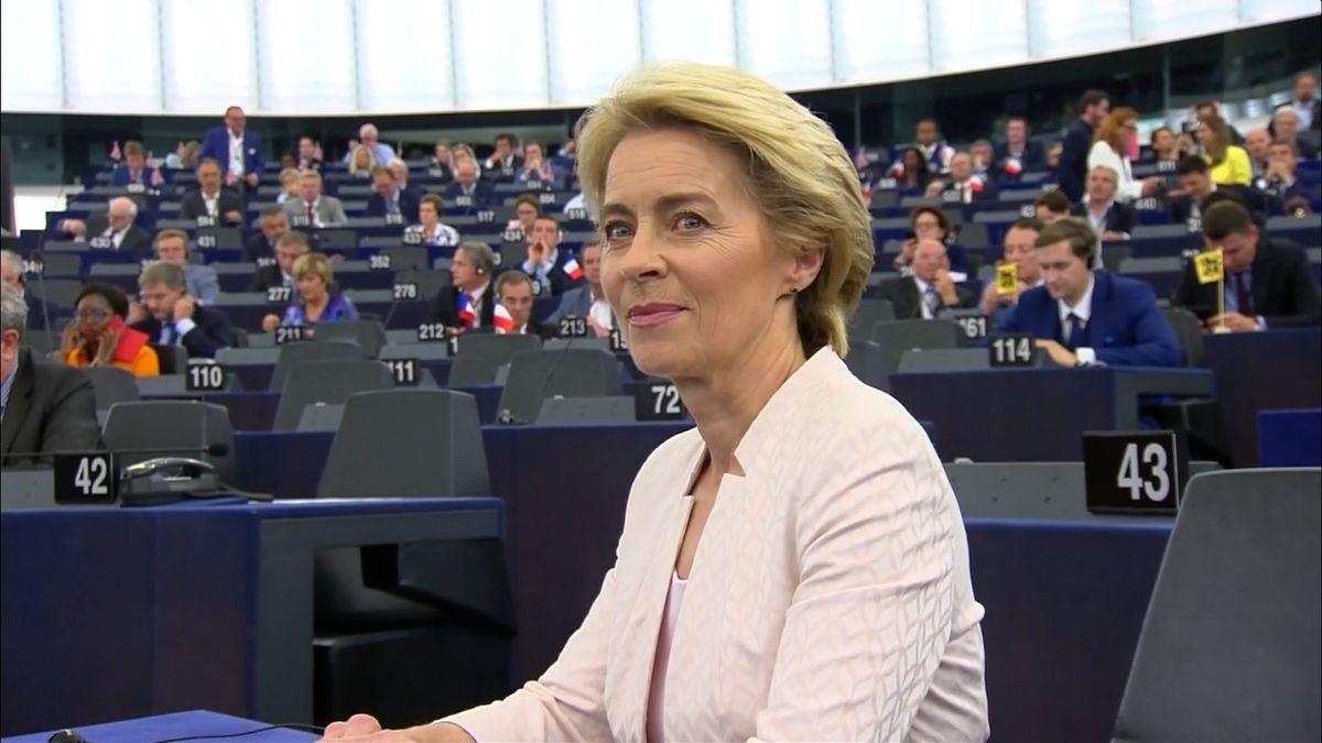Von der Leyenová je novou předsedkyní Evropské komise. Podporu jí vyjádřila těsná většina
